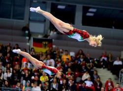 Сестри Пеневи останаха извън финалите на Световното първенство по скокове на батут в Япония
